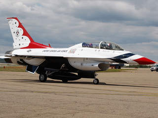 Air Force Thunderbird jet_20110601164307_JPG