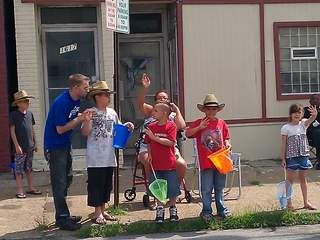 Lorain_International_Parade_kids_20120624133542_JPG