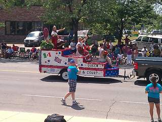 Lorain_International_Parade_queen_20120624133359_JPG