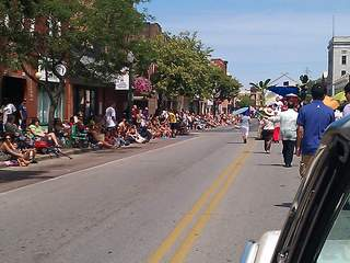 Lorain_International_Parade_street_lined_2_20120624133400_JPG