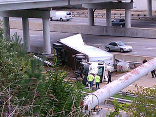 Flipped semi, 176 and 480, Brooklyn Heights_20120925141845_JPG