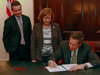Kasich signs bill, James P. Hunter