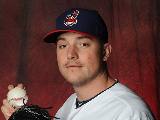 Indians acquire right hand pitcher, OH native Joe Smith