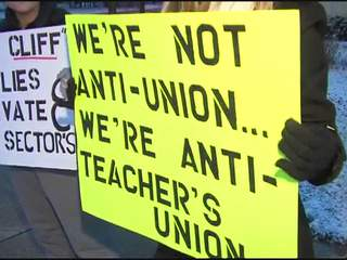 Strongsville residents protest teachers' strike