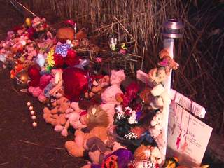 11pm: Hundreds at vigil for 6 teens killed in Warren