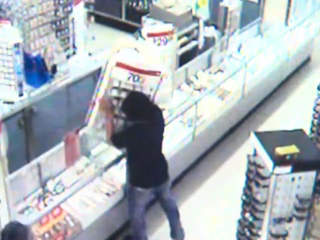 VIDEO: Men steal jewelry cases from Kmart in Garfield Heights ...