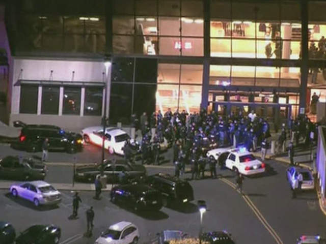 New jersey mall shooting 20 year old gunman found dead inside garden state plaza mall police for Is garden state plaza open today