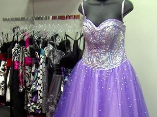 Teen opens consignment shop for prom dresses