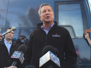 Kasich takes time to rally his volunteers