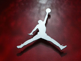 20 pairs of Air Jordans stolen from Akron store