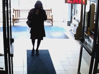 Mentor Police: Man dressed as woman touches girl