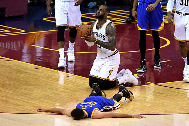 Steph Curry ejected from Game 6 of the NBA Finals, throws his mouthguard - newsnet5.com Cleveland