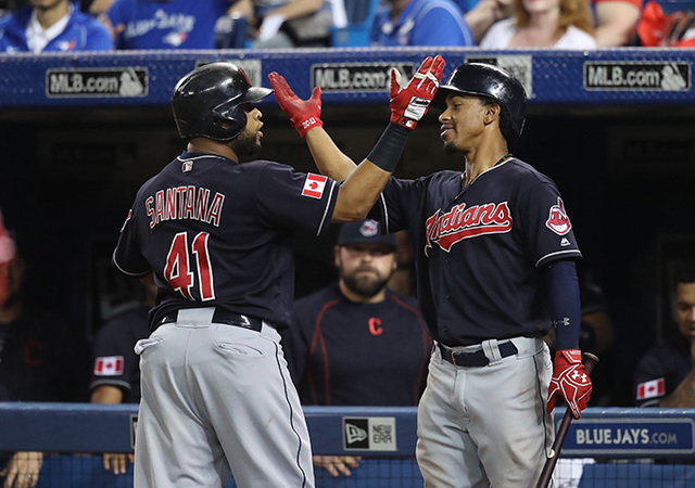 Indians win 14th straight, beat Blue Jays 2-1