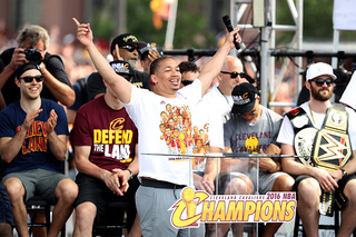 Cavs, Tyronn Lue agree to contract extension