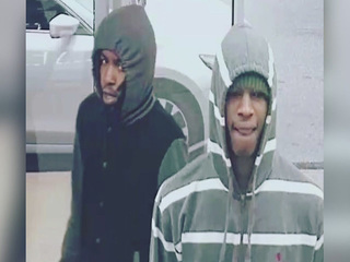Metro PCS is robbed at gunpoint in Cleveland