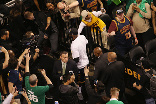 PHOTOS: Cavs claim Eastern Conference title