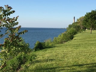 One dead after boat capsizes on Lake Erie