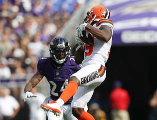 Browns' Corey Coleman broke right hand