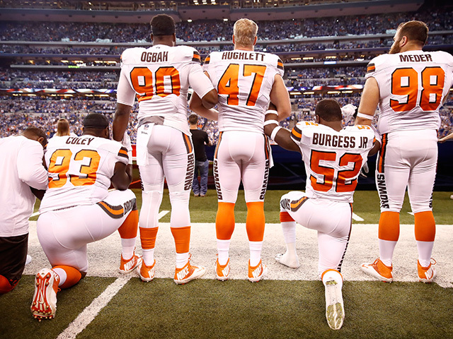 Trump ramps up National Football League fight, calls for ban on kneeling during anthem