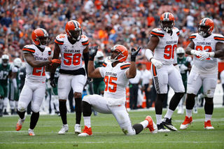 Myles Garrett honors Cavs with dance during game