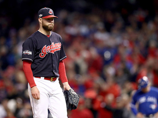 Kluber gets 8th win, Indians roll White Sox 9-1