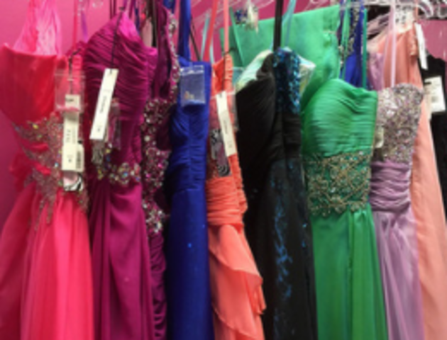 Cuyahoga Valley Christian Academy students give prom dress money to ...