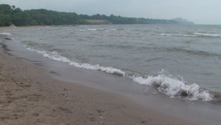 Waves, dangerous currents prompt beach warning