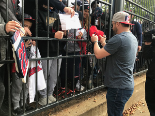 Kipnis clears out locker, give shoes to fans