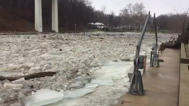 Ice jam gives way as frozen chunks rush down Allegheny River