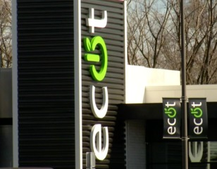What led to ECOT's abrupt closure?
