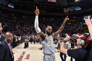 LeBron's jumper at buzzer gives Cavs 140-138 win