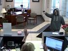 Brazen bank robber threatens to shoot employees