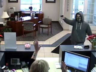 Brazen bank robber threatens to shoot employees