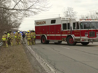 1 dead in ambulance crash in Vermilion