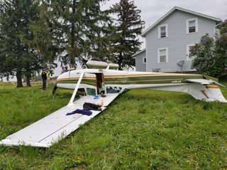 Small plane crashes in Wayne County