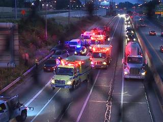 Multiple people injured in 4-car crash on I-77
