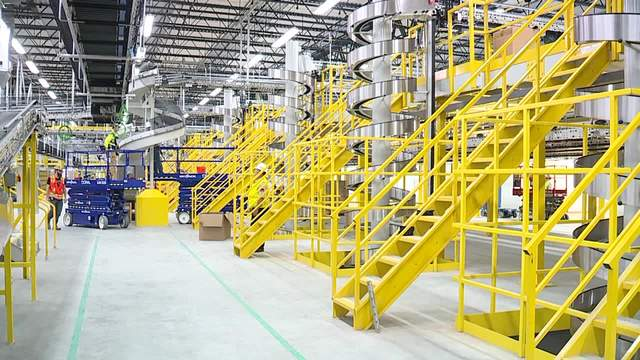 sneak peak amazon gives tour of new fulfillment center in north randall news 5 cleveland