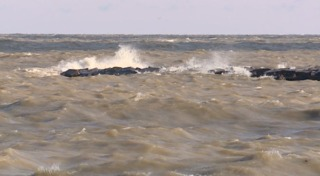 16-year-old dies after drowning in Lake Erie